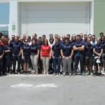Los empleados de la delegación de Granada posando en la puerta de las instalaciones